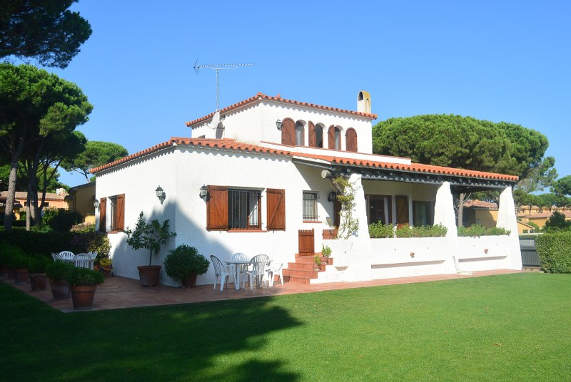 02753 - Nice  and comfortable house with swimming pool and garden in front of the golf court of Pals.